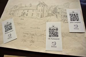800px-QRpedia_codes_at_Shire_Hall,_Monmouth
