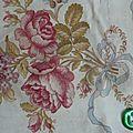 2042 superbe tissu ancien fleurs oiseau et ruban , panier
