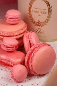 Pink_macaroons_made_with_Ladur_e_Marie_Antoinette_Tea_and_Raspberries