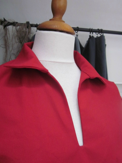 Une vareuse ABEL en toile de coton rouge... Pour LUI...