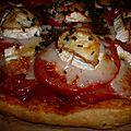 Tarte aux tomates, chèvre et oignon