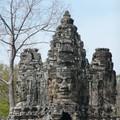 Devant la porte Est de l'enceinte d'Angkor Thom