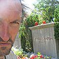 Jénorme sur la tombe de Charlie Chaplin, Corsier-en-Vevey (Suisse)