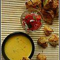 Croquettes de pommes de terre à l'ail, chili con queso & salsa à la tomate fraîche