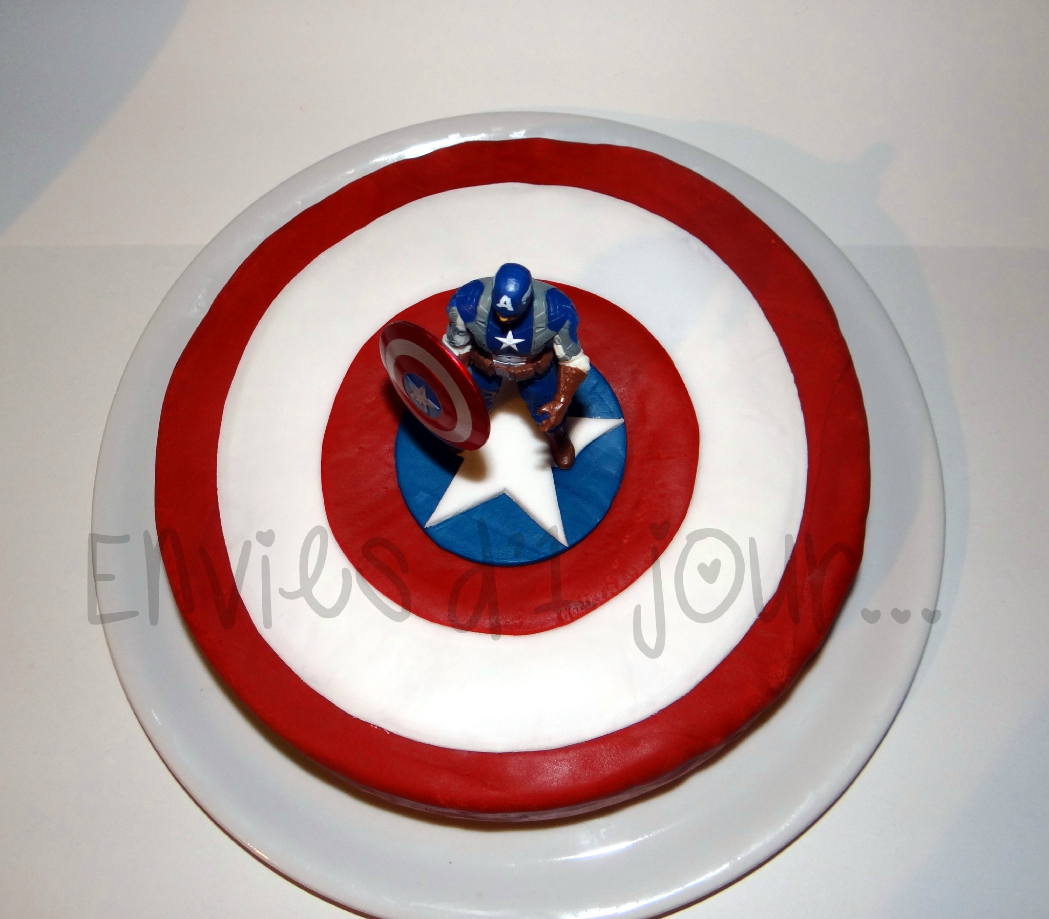 un gateau captain america pour clore l 39 anniversaire des 5 ans de ptit loup envies d 39 un jour. Black Bedroom Furniture Sets. Home Design Ideas