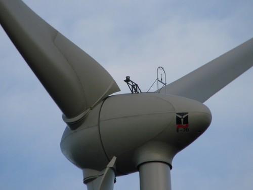 2008 05 03 Une éolienne de Saint Agrève