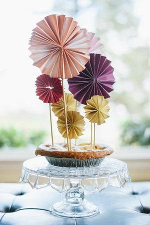 1375128621_content_DIY-Accordion-Pinwheel-Cake-Top-1