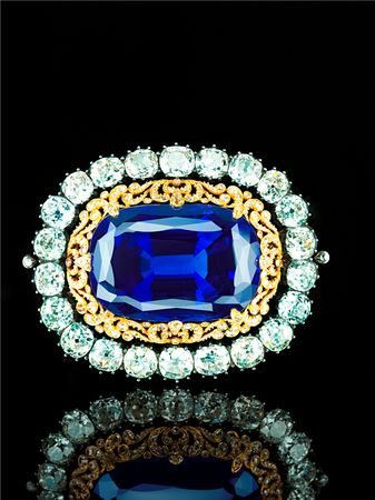 Sapphire_brooch