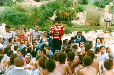 On-Tour-In-South-Africa-Back-In-1997-michael-jackson-35643650-399-265