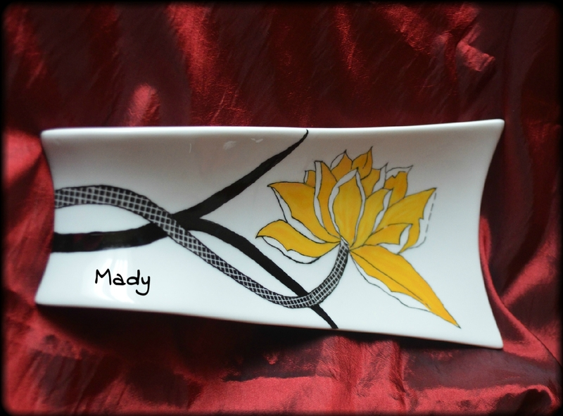 3 assiette longue fleur jaune