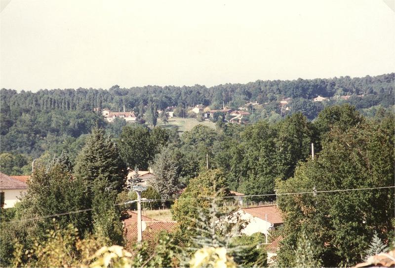 Hameau de Sourbarie au téléobjectif vu depuis place du général de Gaulle