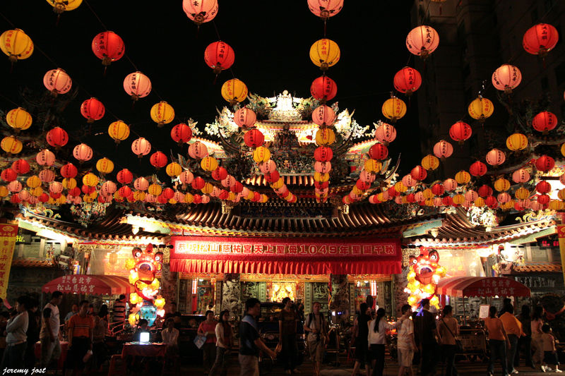 temple et lampions de nuit à Taipei