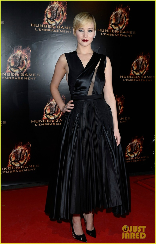 jennifer-lawrence-liam-hemsworth-catching-fire-paris-premiere-02