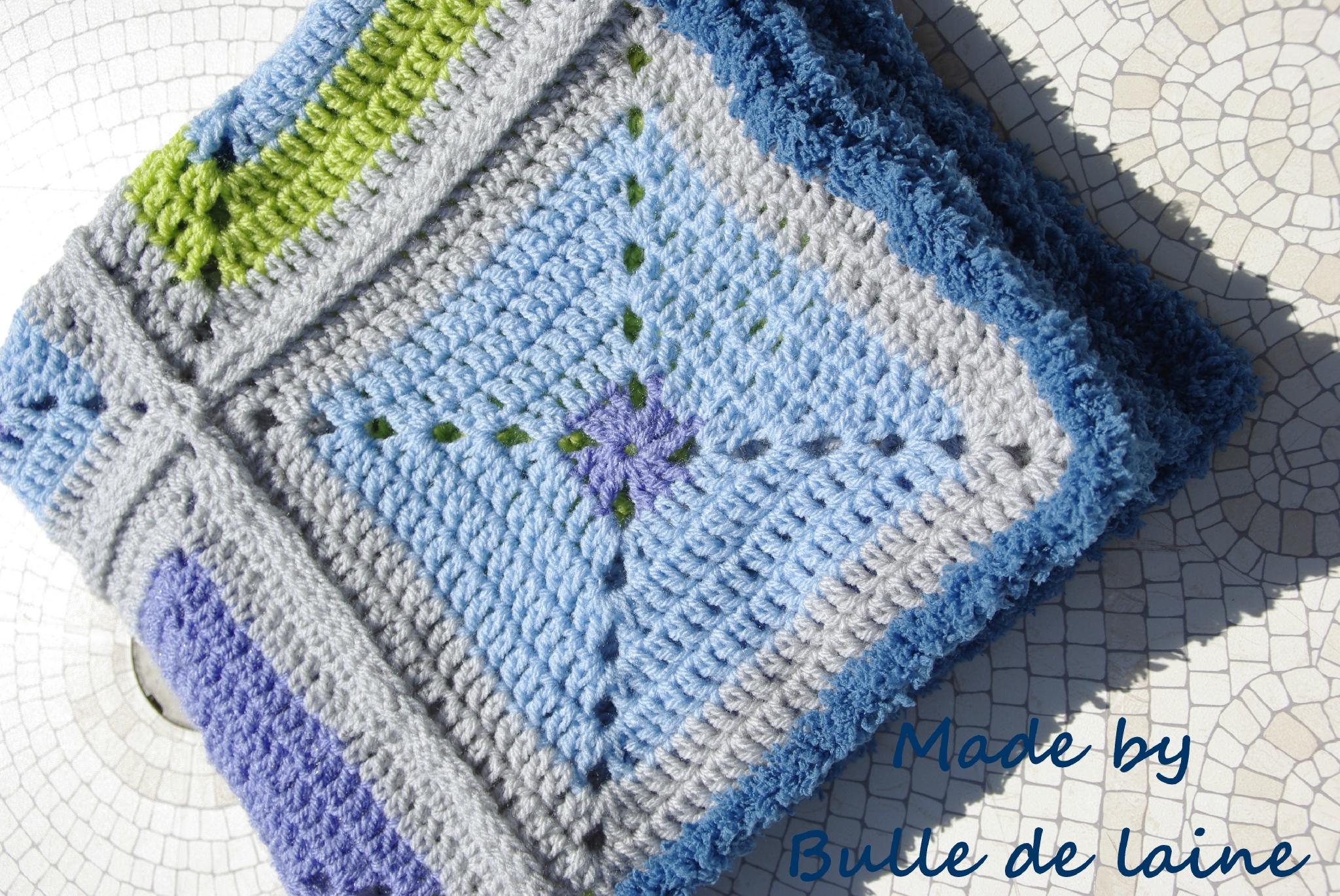 Les plaids r alis s avec des carr s bulle de laine - Carre crochet pour couverture bebe ...