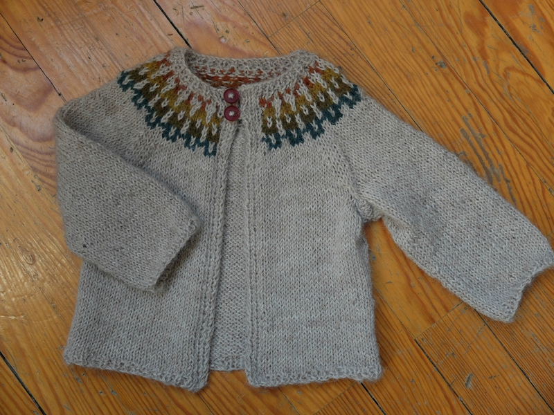 Gilet baby girl cardigan, décembre 2014 (4)