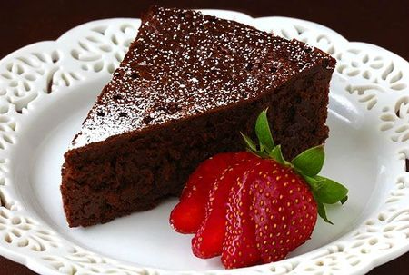 slice-of-flourless-chocolate-cake2
