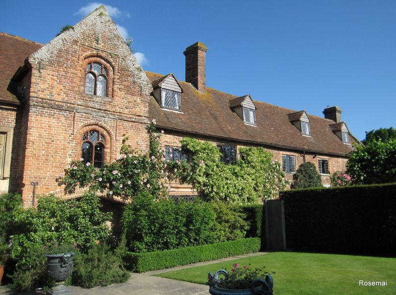 Sissinghurst castle garden kent promenade dans un des for Les plus beaux jardins anglais