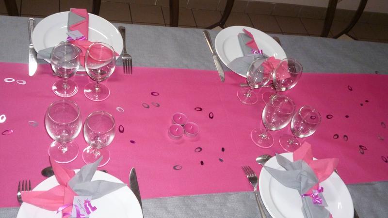 Table des 18 ans de morgane et petites idees deco de salle for Quelle couleur avec le fushia