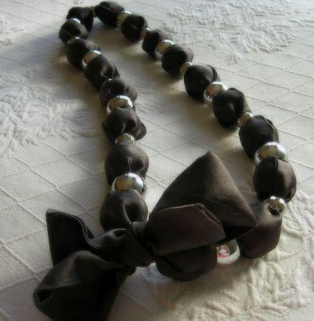 collier perle et ruban