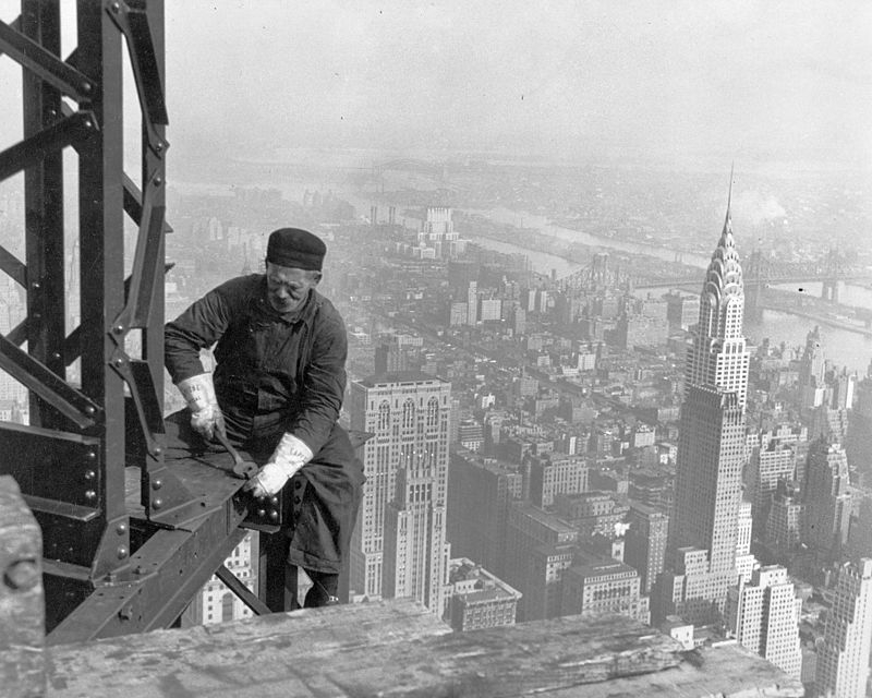 800px-Old_timer_structural_worker