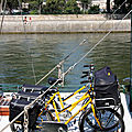 2 vlos, la poste, pniche, quai de seine_4642
