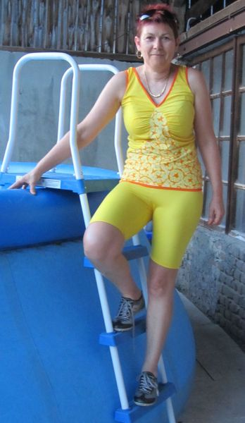 ensemble jaune piscine