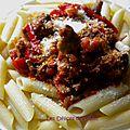 Penne sauce bolognaise aux champignons et au poivron pointu doux