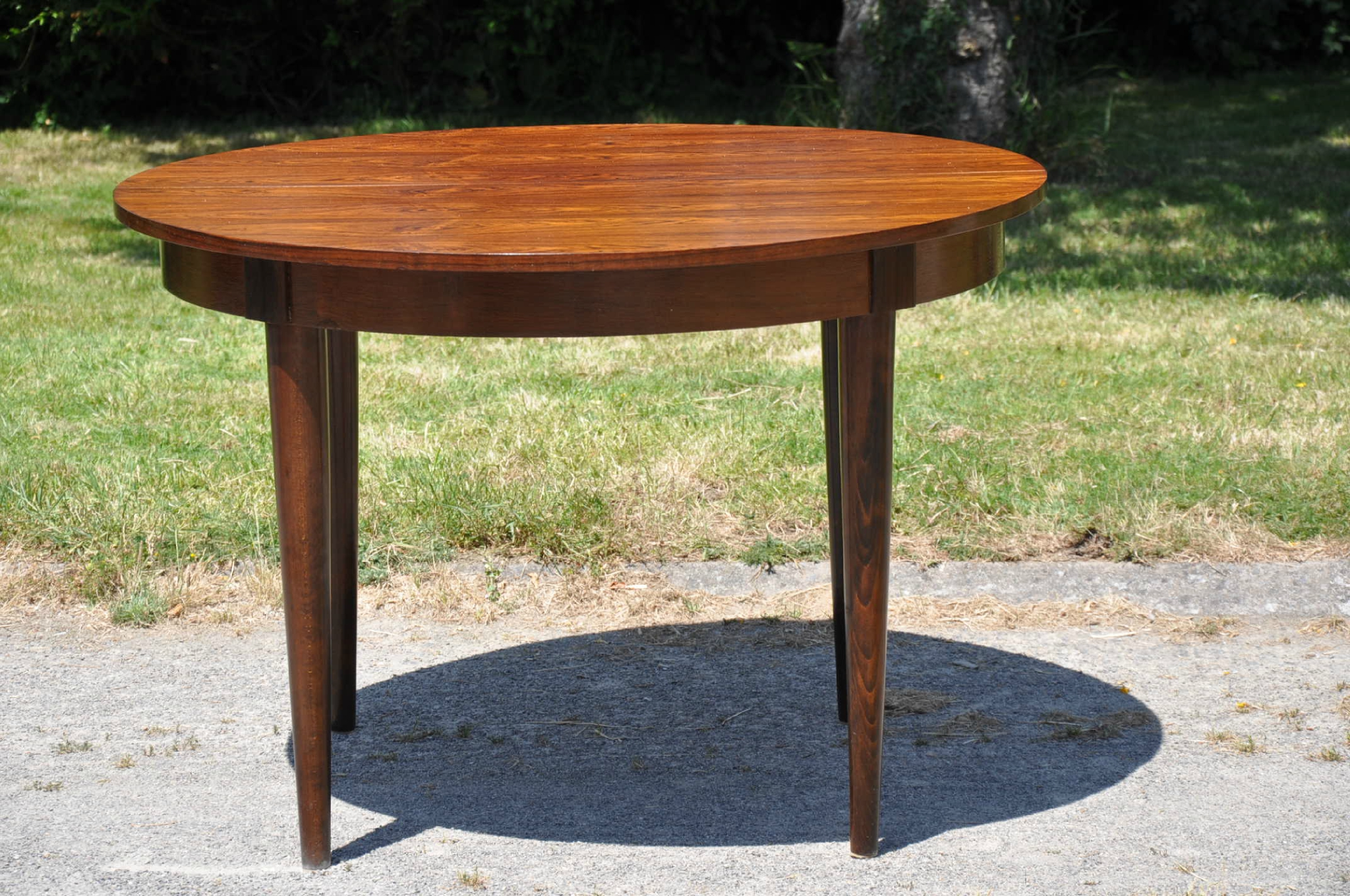 Table ronde de type scandinave article vendu for Table ronde laquee avec rallonge