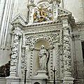 FecaTrin65Le somptueux retable du XVIIe siècle abrite une statue de la Vierge du XIXe