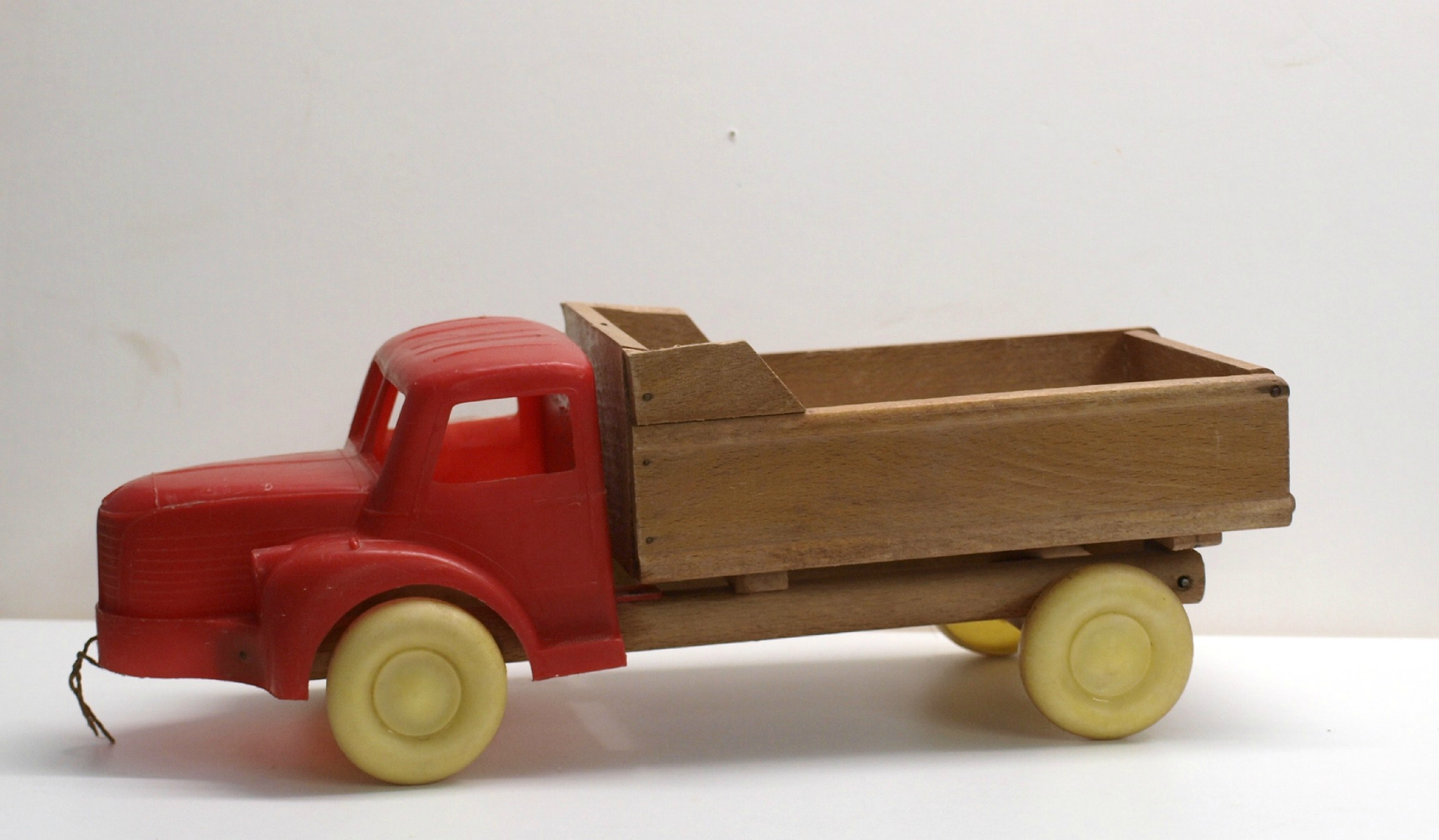JOUET ancien en tle camion Simca benne basculante de