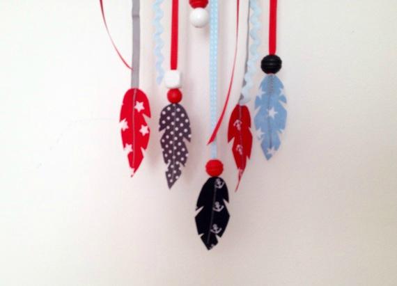 plumes détail attrape rêve rouge bleu