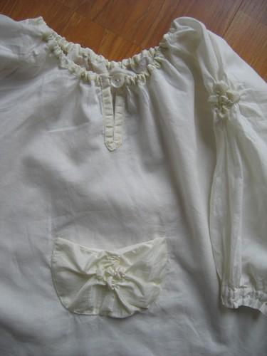 détail de la tunique beige