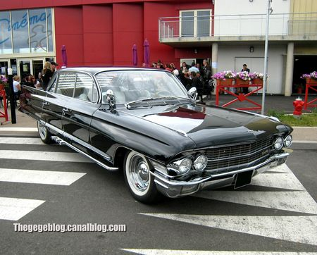 Cadillac series Sixty - two 4window hardtop sedan de 1962 (Dorlisheim) 01
