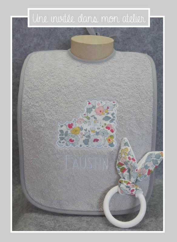 coffret-cadeau de naissance-Liberty-betsy porcelaine-bavoir-hochet