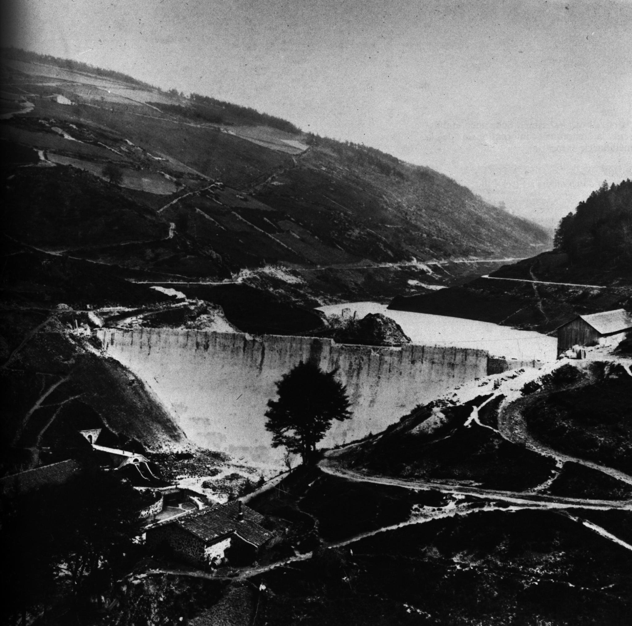 1864 Construction d'un barrage dans la région du Puy