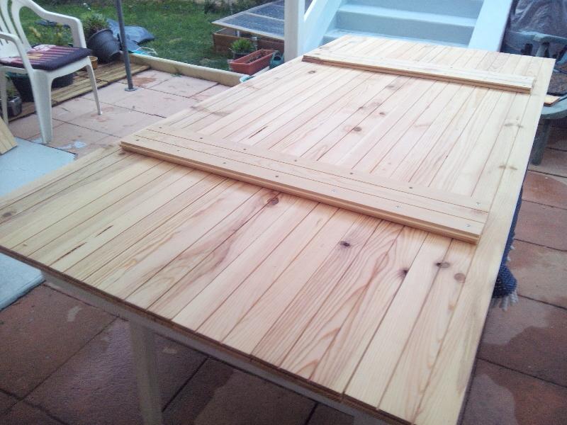 Faire une table de jardin for Fabriquer une table de jardin