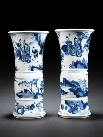 A_pair_of_small_blue_and_white_flaring_vases__gu