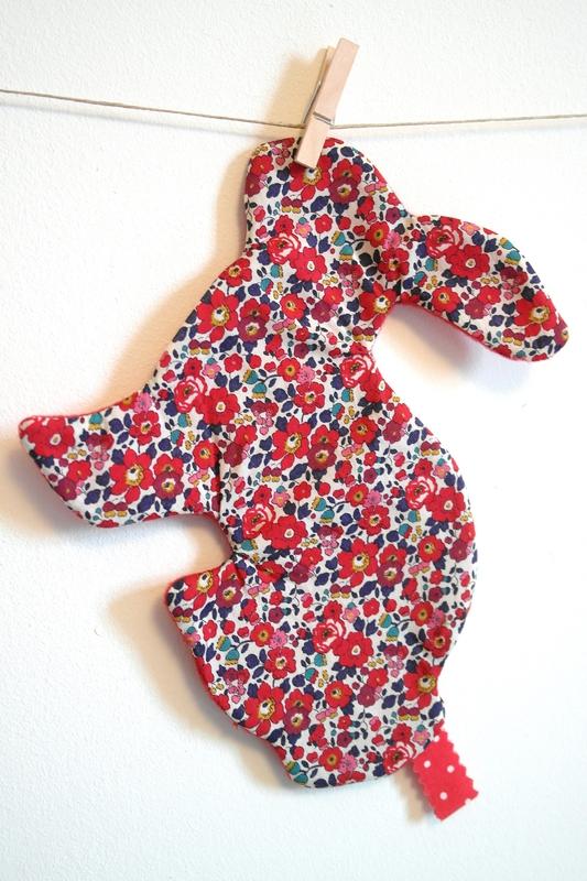 Doudou lapin liberty rouge (3)