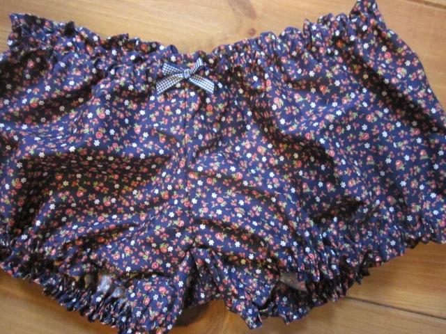 Culotte BIANCA en coton marine à fleurs rouge - noeud vichy marine (2)