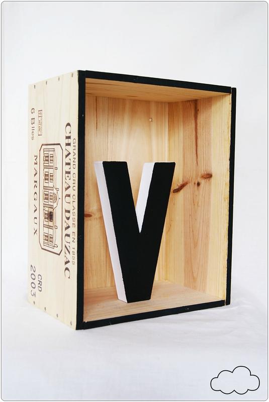 le diy du mercredi d corer son mur avec des caisses de vin jolis biais. Black Bedroom Furniture Sets. Home Design Ideas