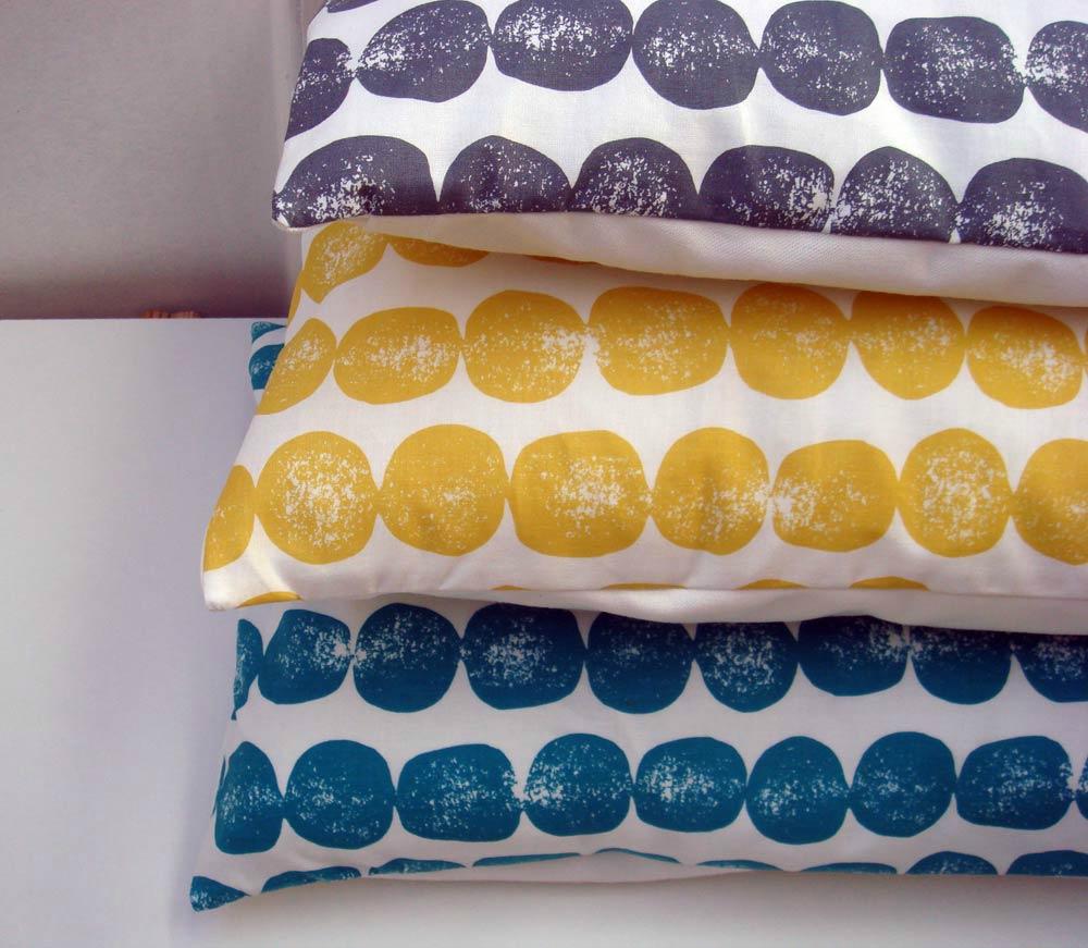 Housses de coussins et pastilles colorées