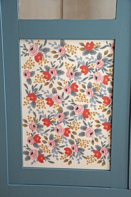 armoire-vitree-fleurs-detail