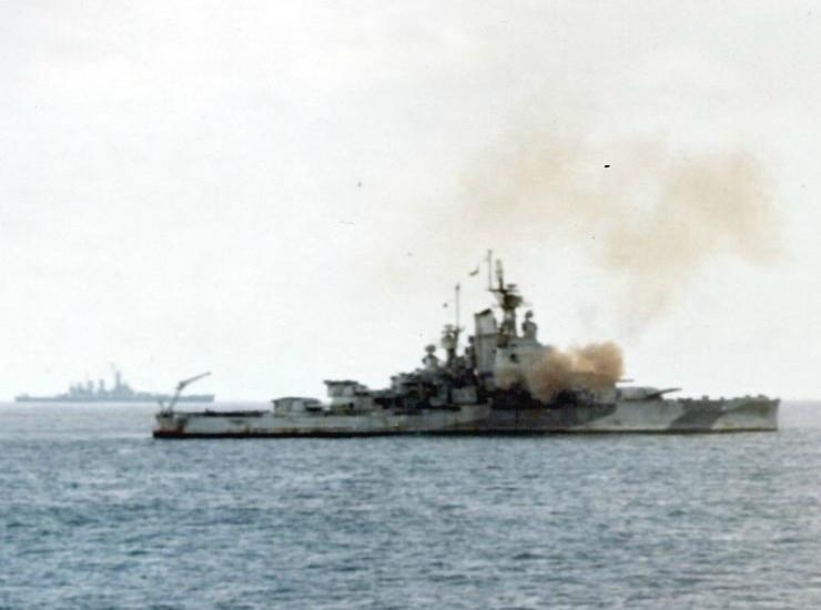 USS_Nevada_(BB-36)_bombarding_Iwo_Jima