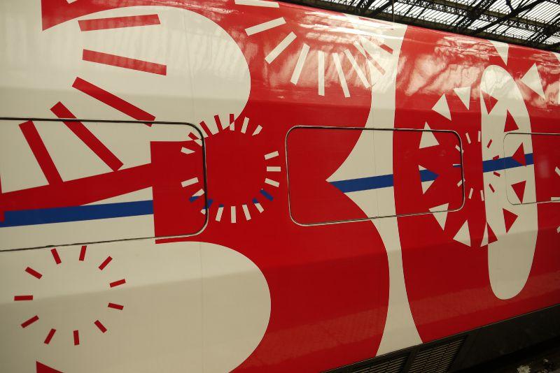 TGV : la nouvelle livrée + logo 30 ans
