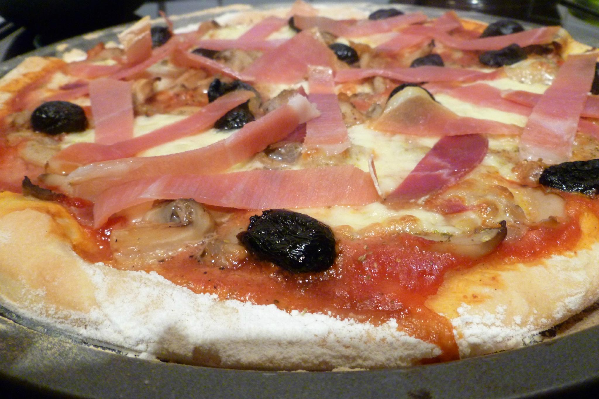 pizza champignon olives et jambon cru ah la. Black Bedroom Furniture Sets. Home Design Ideas