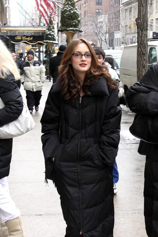 Photos-Jessica-Szohr-Penn-Badgley-Blake-Lively-Leighton-Meester-Chace-Crawford-Filming-Gossip-Girl