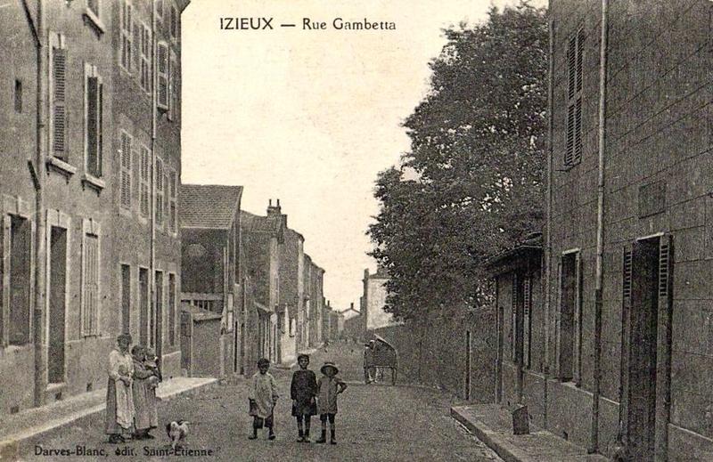 Izieux rue Gambetta