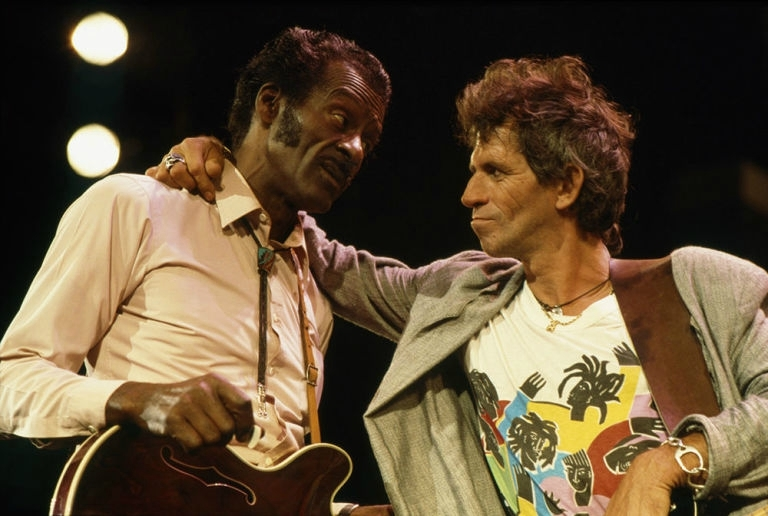 gallery-1476799894-chuck-berry-keith-richards