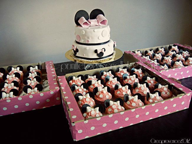 Sweet table minnie mouse rose cupcakes minnie mouse et wedding cake minnie mouse pink - Deco foto ...