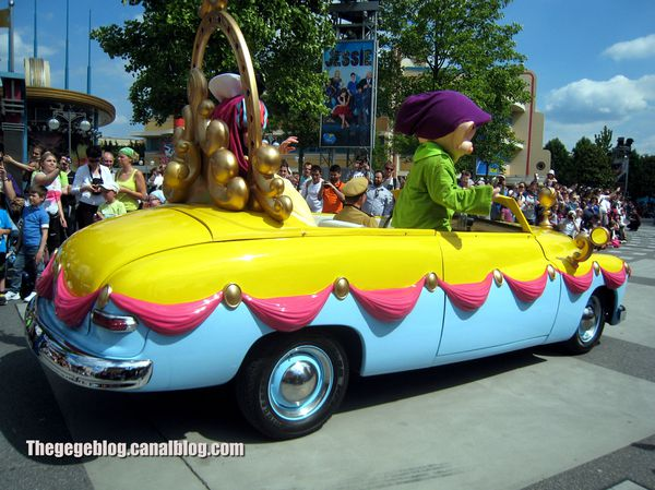 Ford custom deluxe convertible de 1951 (Eurodisney) 02